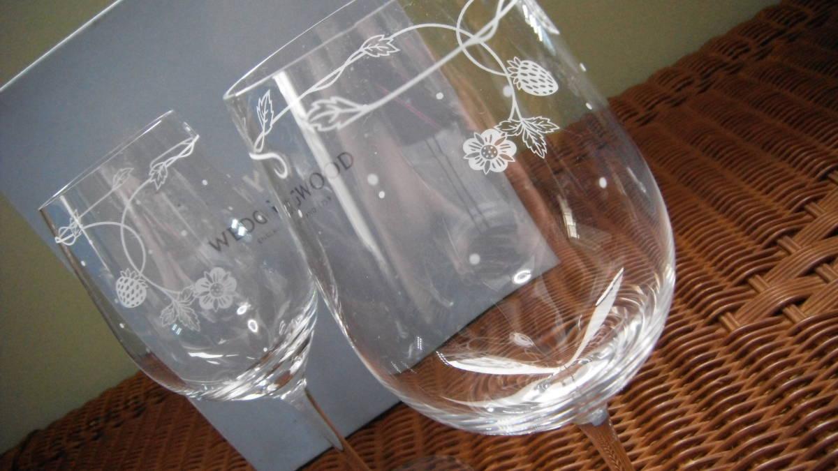 ウェッジウッド ワイルドストロベリー ペア ワイングラス 苺xドット柄 ドイツ製_画像4