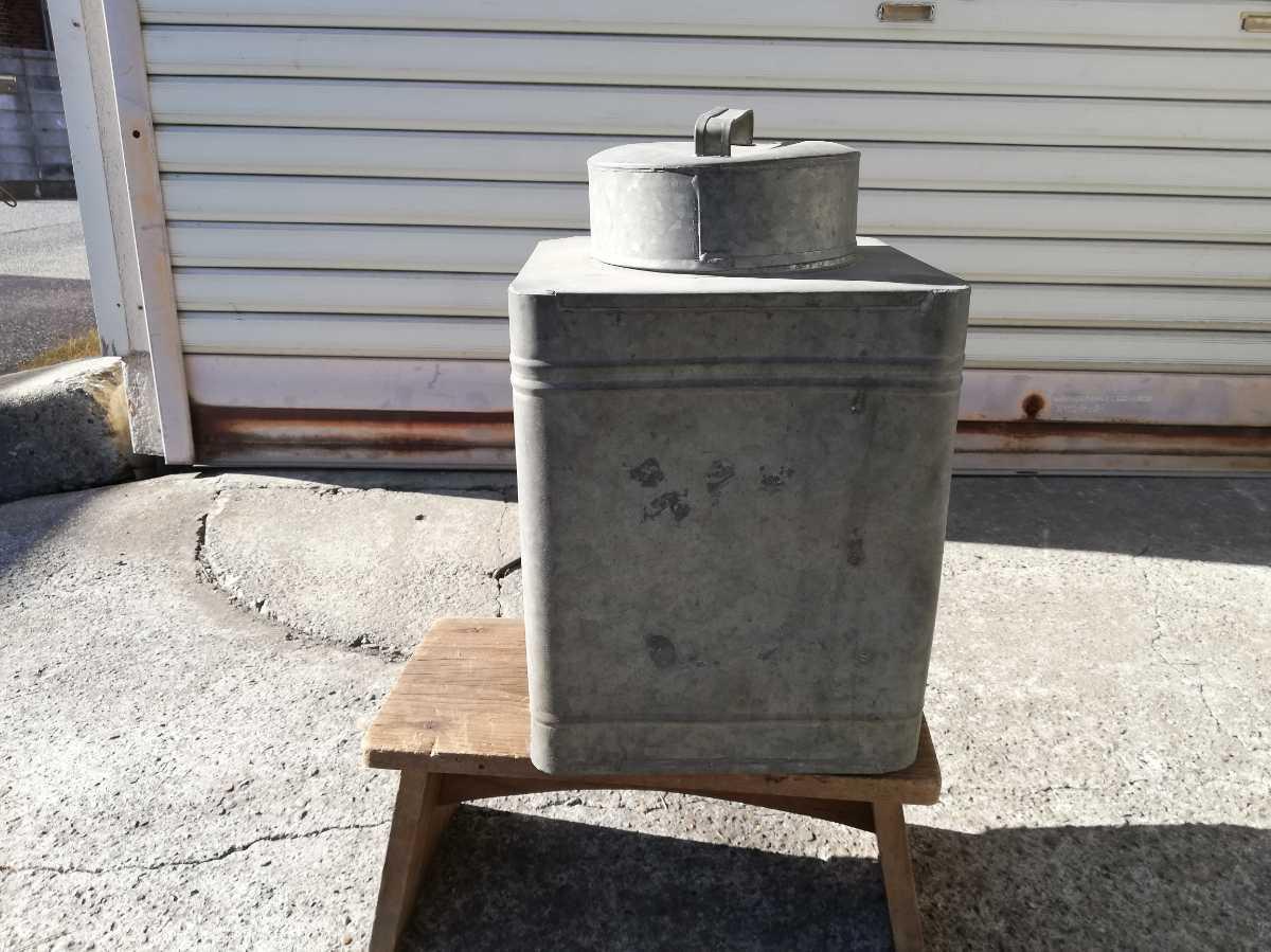 昭和レトロ アンティーク 保管箱 古い ブリキ製 収納箱  高さ37㎝横。奥行き24㎝ 同梱包可能 _画像1