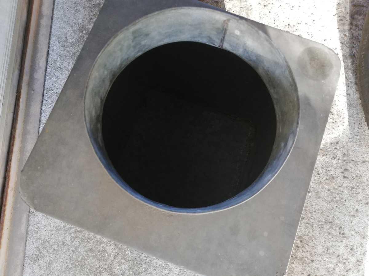 昭和レトロ アンティーク 保管箱 古い ブリキ製 収納箱  高さ37㎝横。奥行き24㎝ 同梱包可能 _画像5
