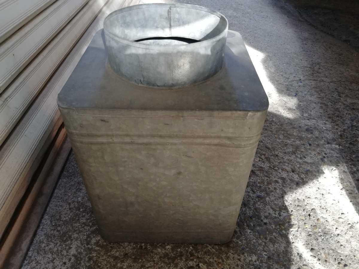 昭和レトロ アンティーク 保管箱 古い ブリキ製 収納箱  高さ37㎝横。奥行き24㎝ 同梱包可能 _画像6