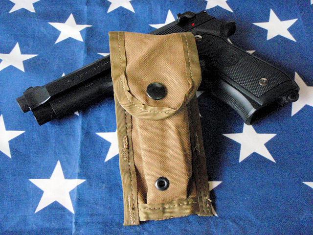 F300★米軍M9 ベレッタ ピストル用シングル マガジンポーチ/USMC米国海兵隊コヨーテカラーM9A1ハンドガン用マグポーチ/拳銃用弾納_M9PISTOLは出品物に含まれません。