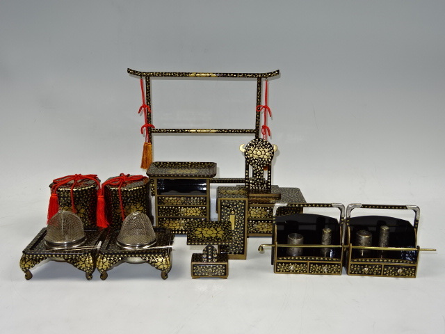 古い極上蒔絵雛道具 八ツ揃 衣桁 見台 鏡台 法界 煙草盆 火鉢など 箱有