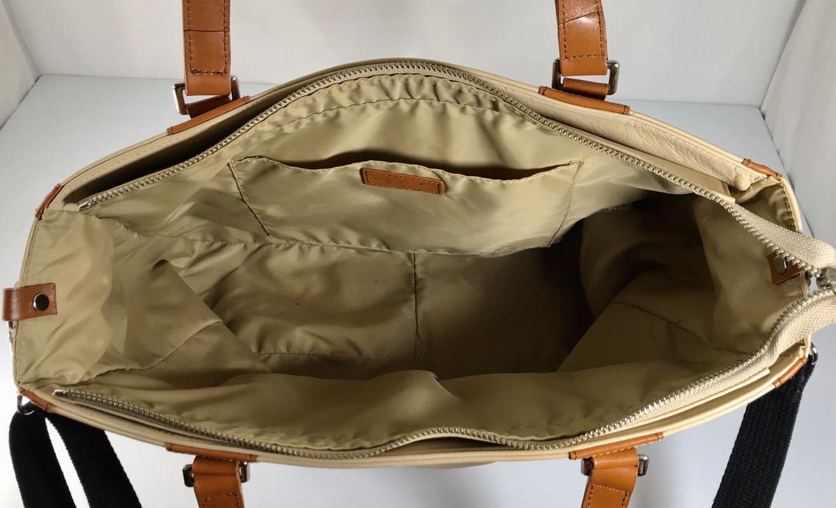 美品 agnes b アニエス・ベー 本革高級牛皮 2WAY 可愛い A4雑誌OK キャメルブラウン トート&ショルダーバッグ です。ロゴチャーム付き。