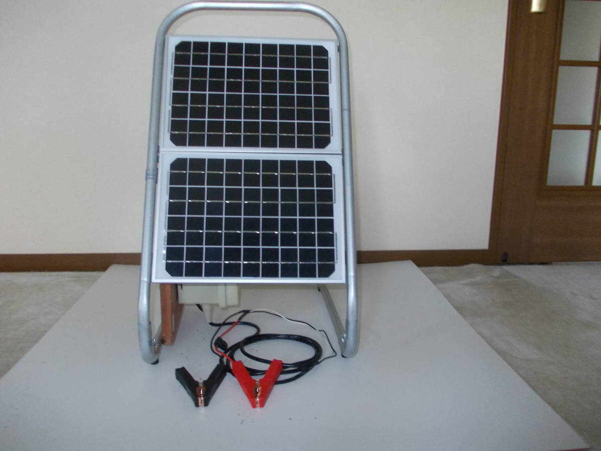 電源不要の充電器、TYPE B 12V-24Vソーラー充電器(365日つないでおくだけでバッテリー上がりありません。面倒な延長コード不要です)_正面(10W+10W)