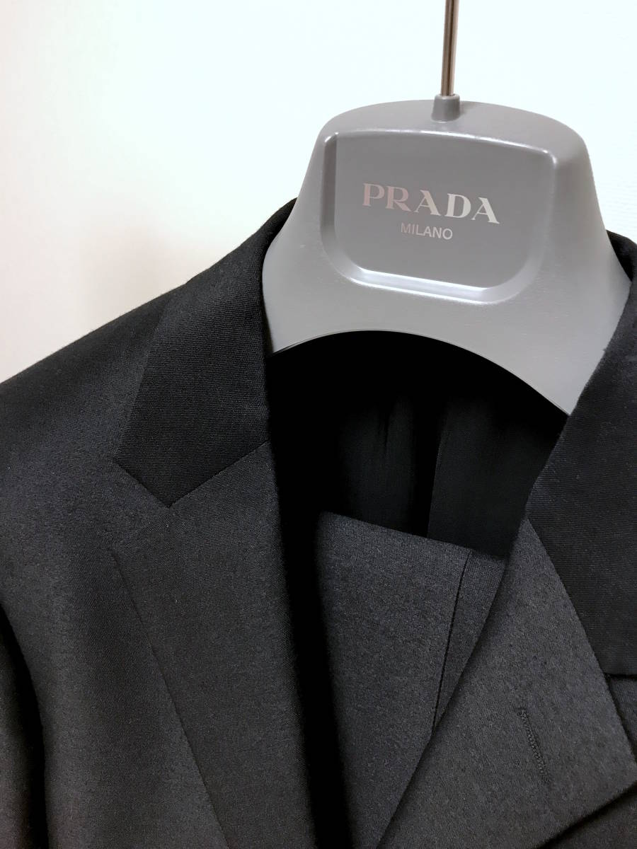 超破格 参考上代40万 新品 PRADA プラダ スーツ 黒 送料無料 冠婚葬祭 ビジネス 純正スーツケース 純正ハンガー ブラック 2B suit メンズ_画像2