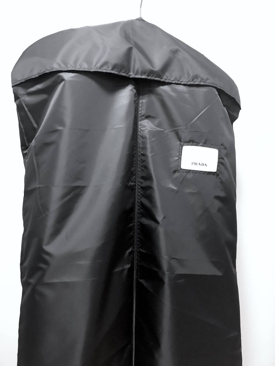 超破格 参考上代40万 新品 PRADA プラダ スーツ 黒 送料無料 冠婚葬祭 ビジネス 純正スーツケース 純正ハンガー ブラック 2B suit メンズ_画像6