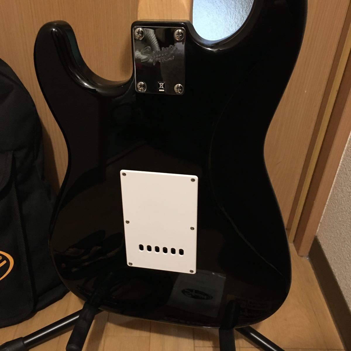 Squier by Fender ストラトキャスター エレキギター Bullet Strat with Tremolo, Rosewood Fingerboard, Black_画像6