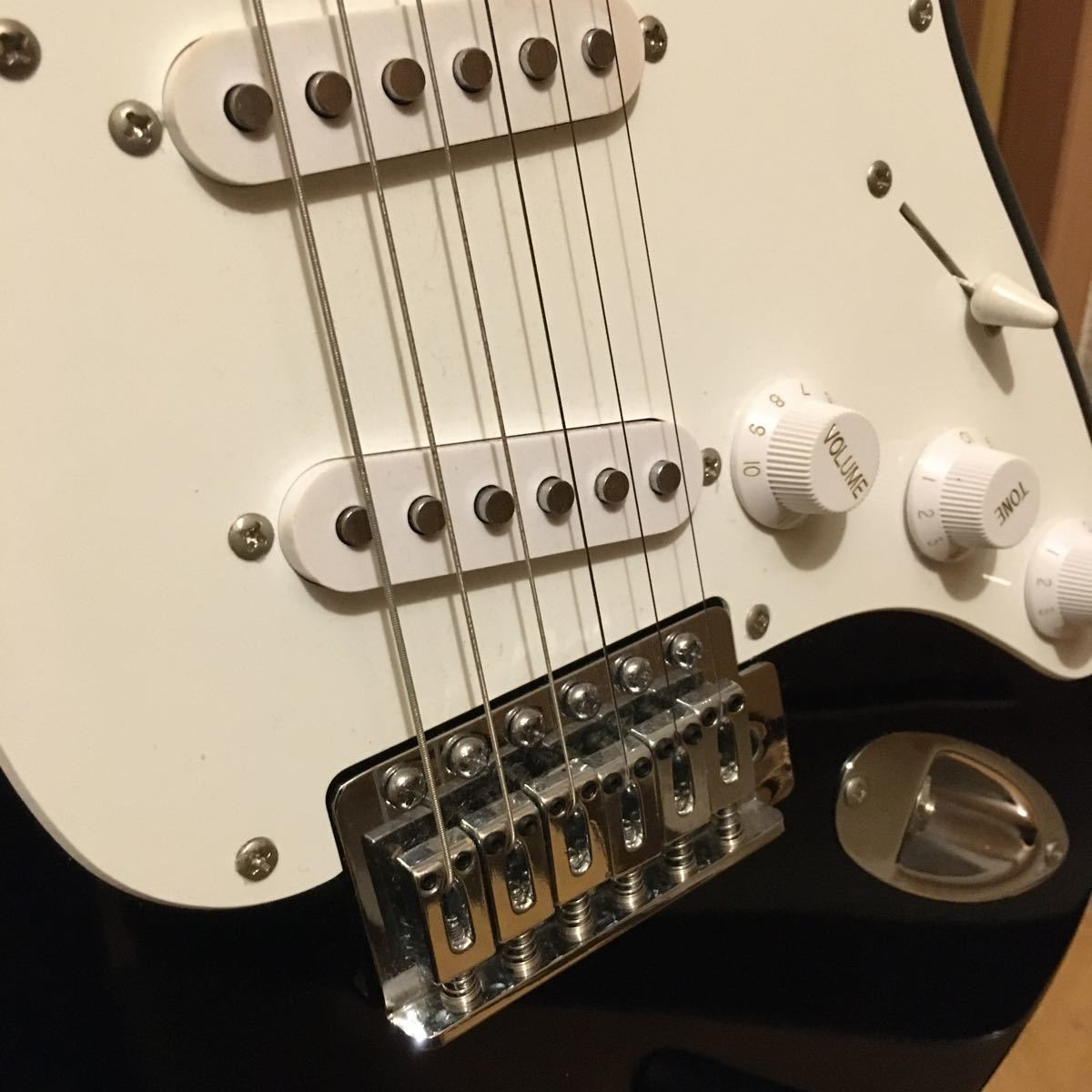 Squier by Fender ストラトキャスター エレキギター Bullet Strat with Tremolo, Rosewood Fingerboard, Black_画像9