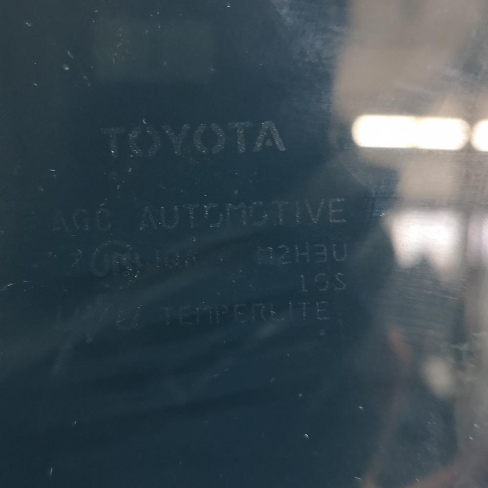 NHP10 後期【ドアガラス フロント 右側 ウィンドウ】H27 トヨタ アクア S (4.4万㌔) AQ7C_画像3