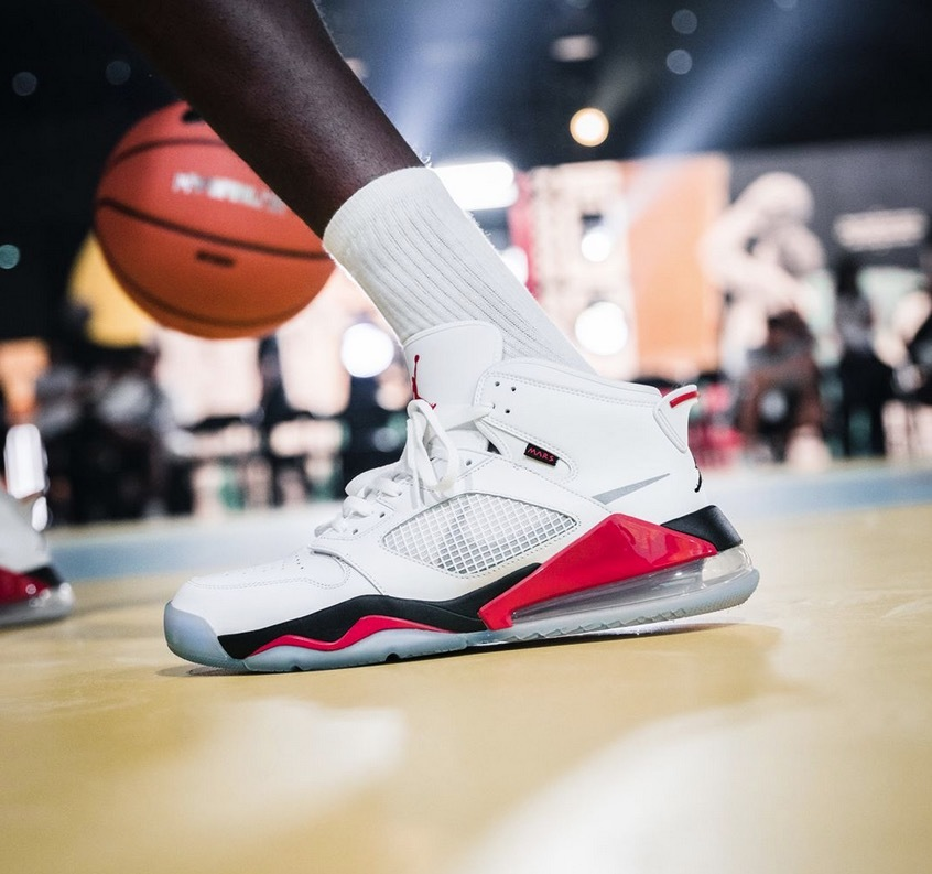 JP27cm 即完売 USA購入 NIKE JORDAN MARS 270 WHITE/BLACK-FIRE RED-CEMENT GRAY ナイキ ジョーダン マーズ 270 US9