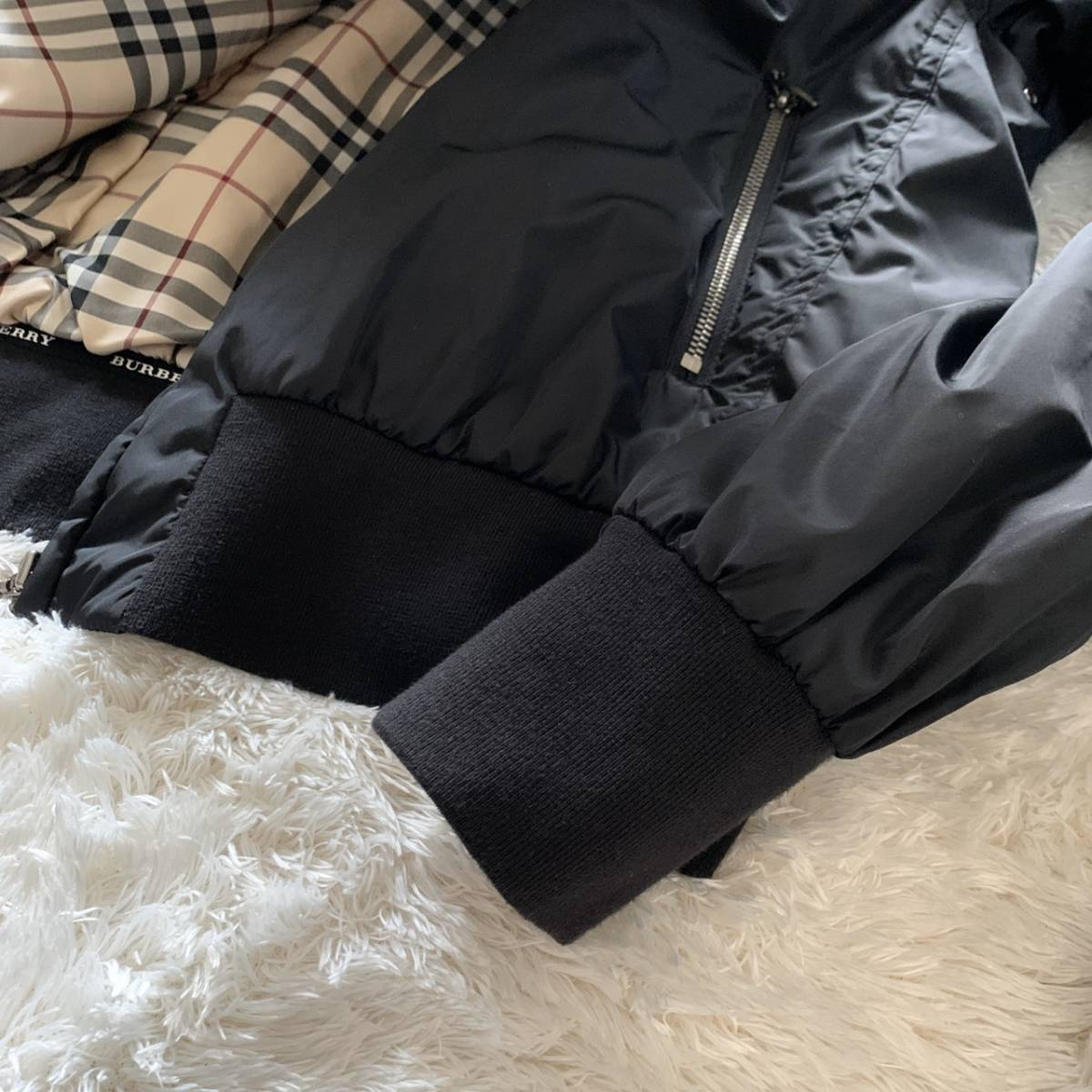 極美品 バーバリーロンドン ナイロン ジャケット ブラック 黒 38 レディース ブルゾン MA-1 フード付き ノバチェック BURBERRY LONDON_画像3