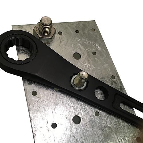 フジ矢・ギア付モンキーレンチ・FGL-38-BG・グリップエンドの17mmラチェットでナットの早回しが可能です。クリックポスト発送可_使用例2
