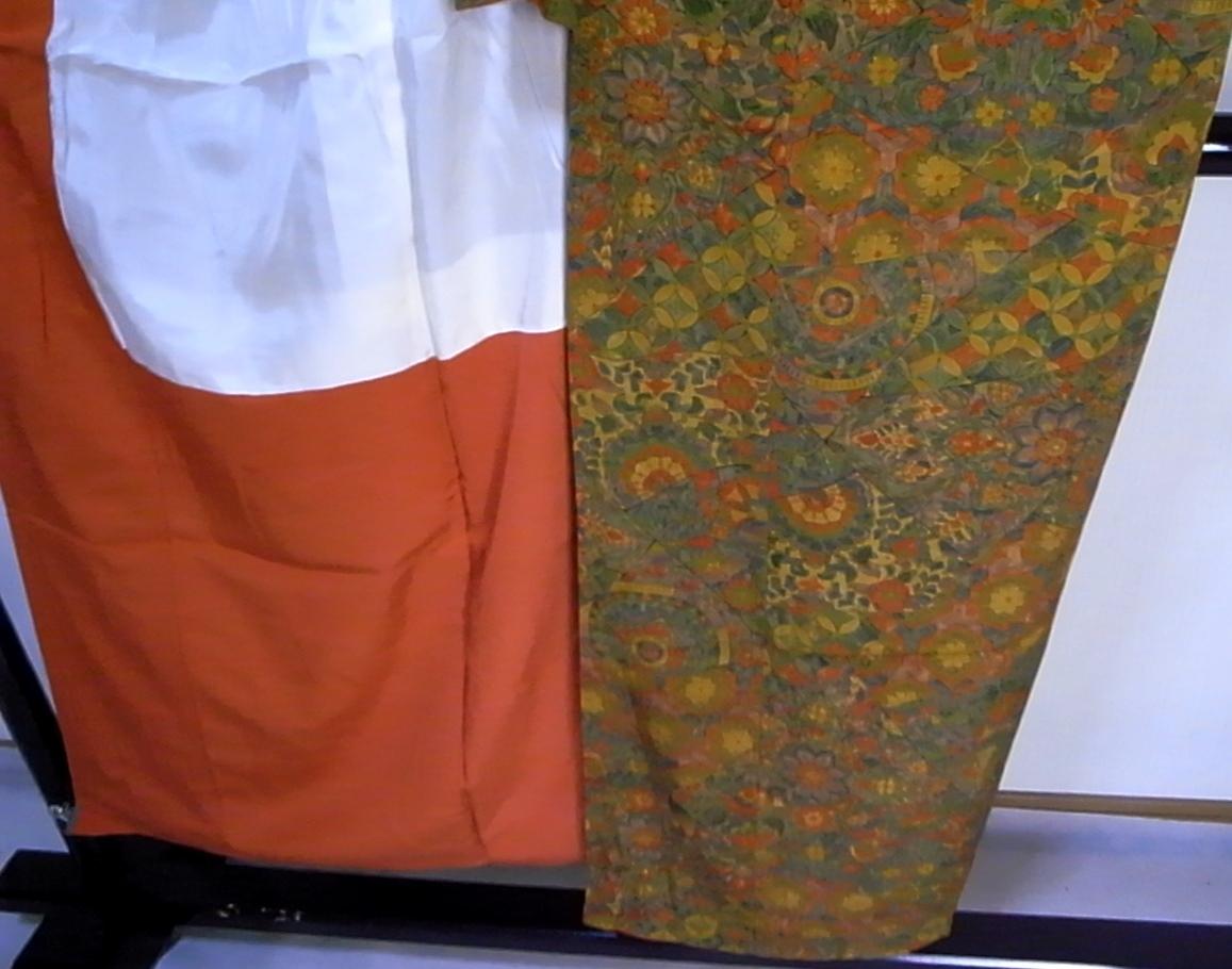 【着物のちさと屋】C565 着物・長着 袷 美品 ややSサイズ 正絹無地意匠ちりめん 渋黄色地・多種七宝花柄模様_上前裾模様