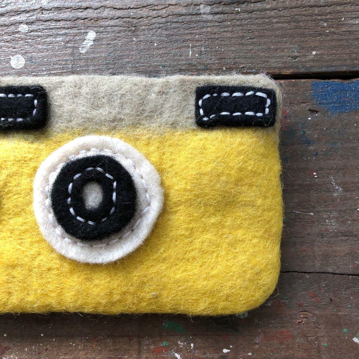 オリジナル 羊毛フエルトカメラポーチ ハンドメイド