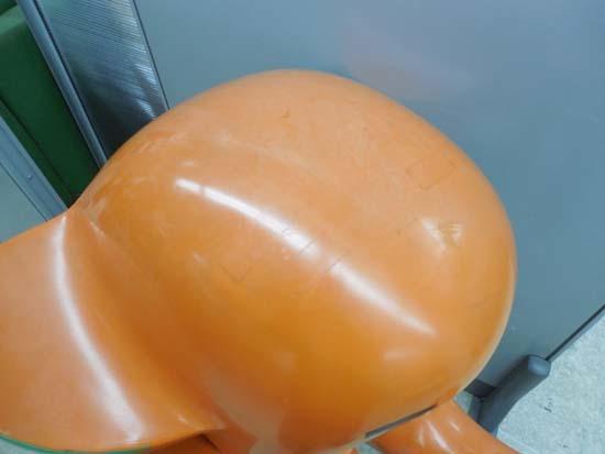 札幌市近郊限定 SATO/佐藤製薬◇サトちゃん 98cm オレンジ 片足立ち 非売品 店頭ディスプレイ 特大サイズ 西区西野_画像7