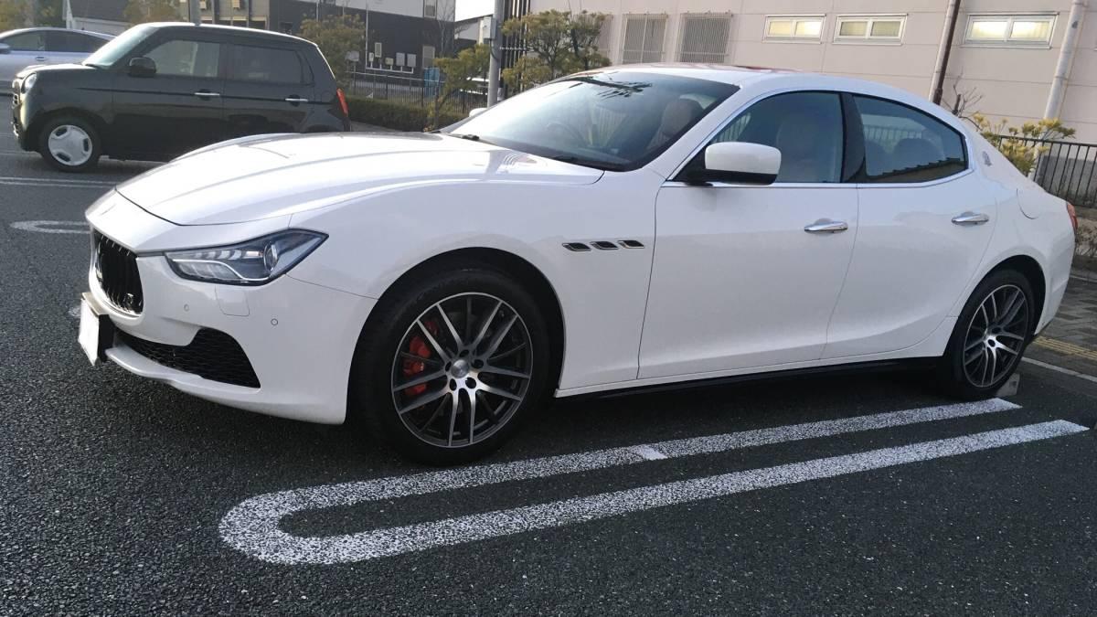 「車検満タン完全売り切りです!ほぼ新車の様な白いマセラティギブリの赤皮内装!実走行25000km!」の画像1