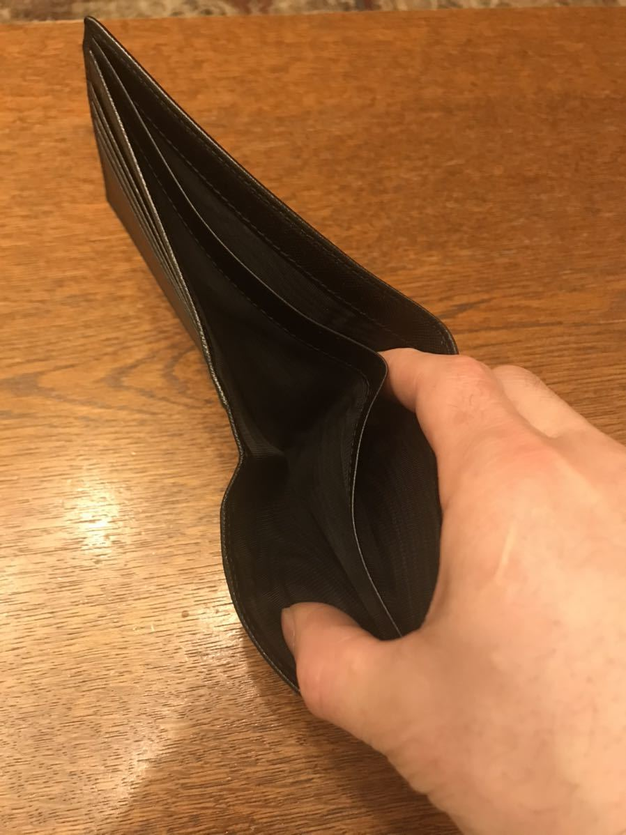プラダ PRADA 二つ折り財布 ブラック カード_画像4