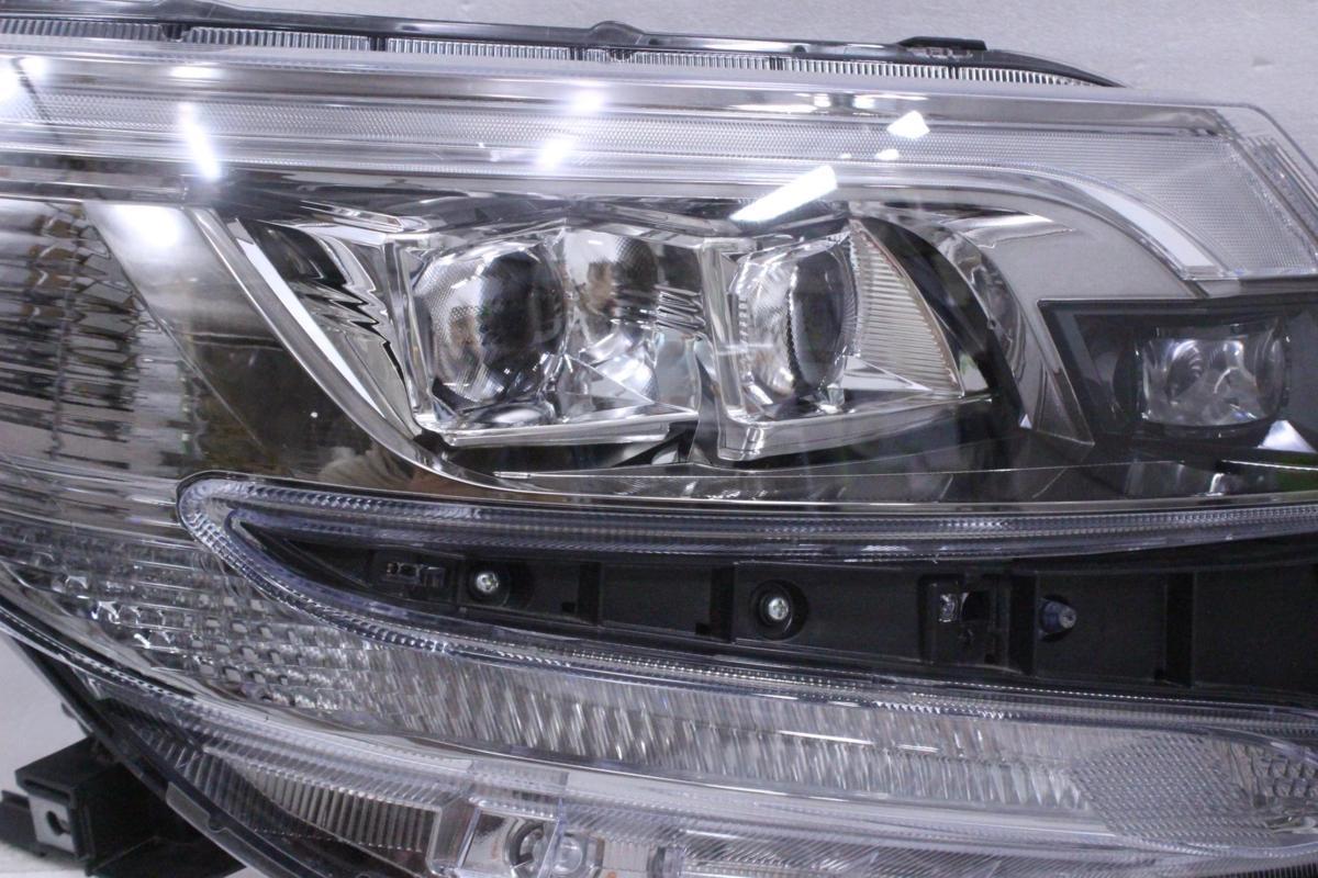 201-1732-H★美品 後期 LED ZRR80 エスクァイア★右ヘッドライト 28-241 打刻 F★ZRR85/ZWR80 ユニット コーナーランプ付 トヨタ 純正 (RO)_画像2