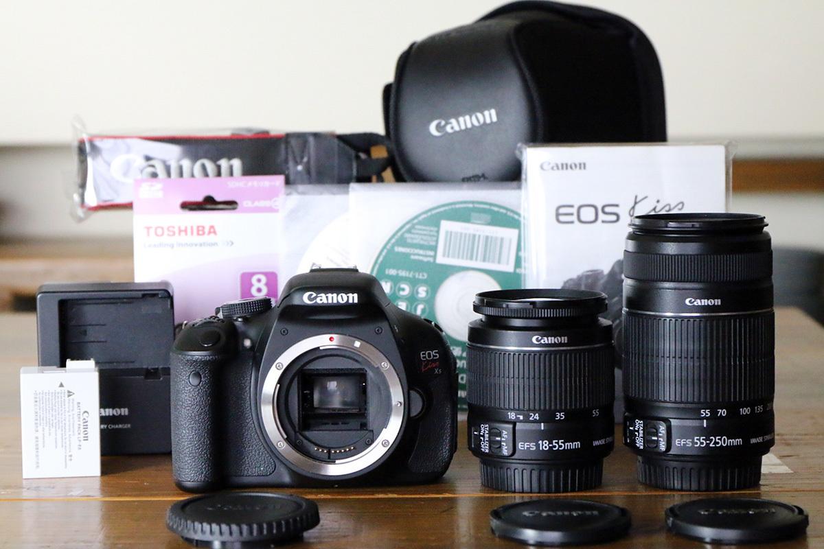 【S数3000回弱の美品】Canon キヤノン EOS Kiss X5 ダブルズームキット 最新ファームウエア ~主要付属品完備 EOSカメラケース付