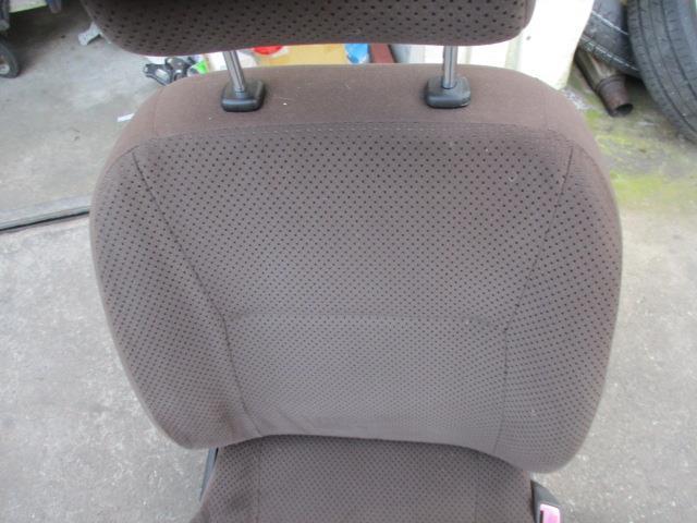 1930455 キャロルエコ HB35S 25年式 右フロントシート 運転席 使用感あり_画像5