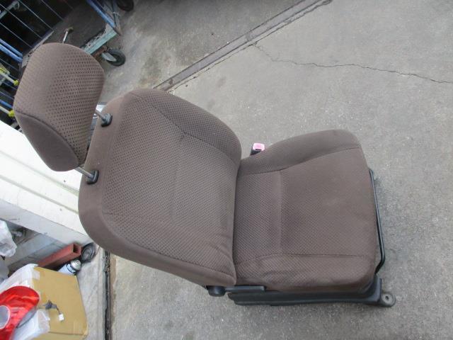 1930455 キャロルエコ HB35S 25年式 右フロントシート 運転席 使用感あり_画像1
