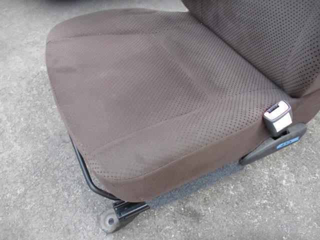 1930455 キャロルエコ HB35S 25年式 右フロントシート 運転席 使用感あり_画像4