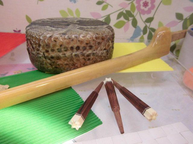(送料無料)21.000円 沖縄三線専用 透明塗棹、蛇皮強化(二重張)型チーガ、カラクイセット_画像2