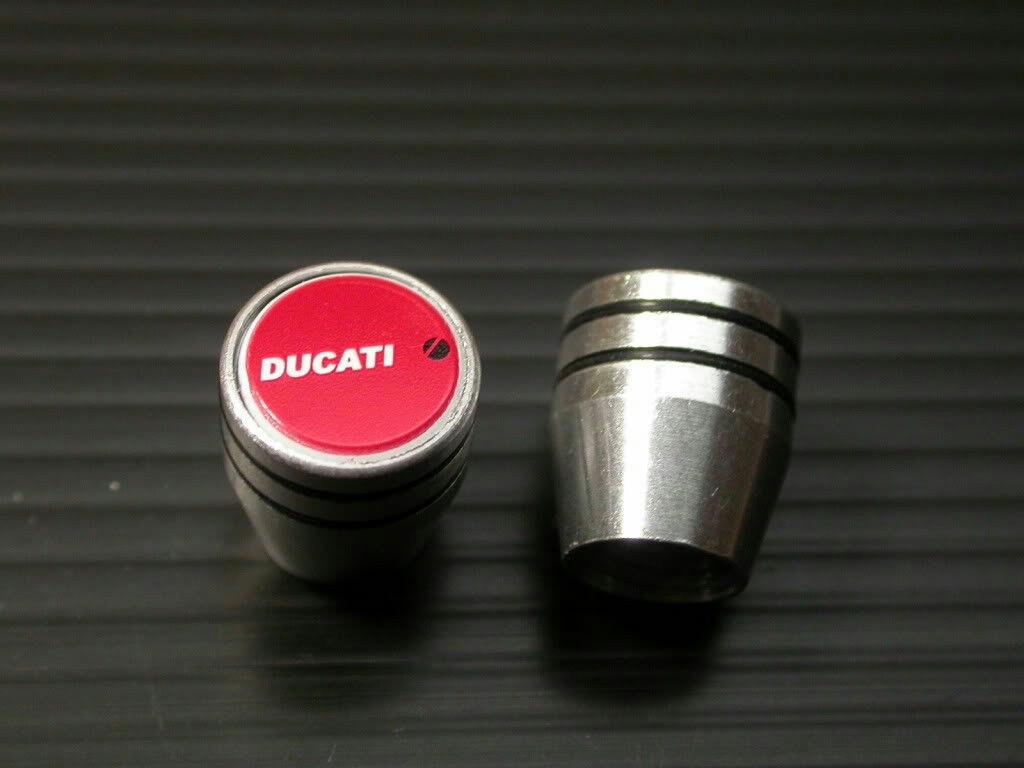 ドゥカティ DUCATI エンブレム エアーバルブキャップ エアバルブキャップ ハイパーモタード939 939SP ムルティストラーダ950 ST2 996R_画像1
