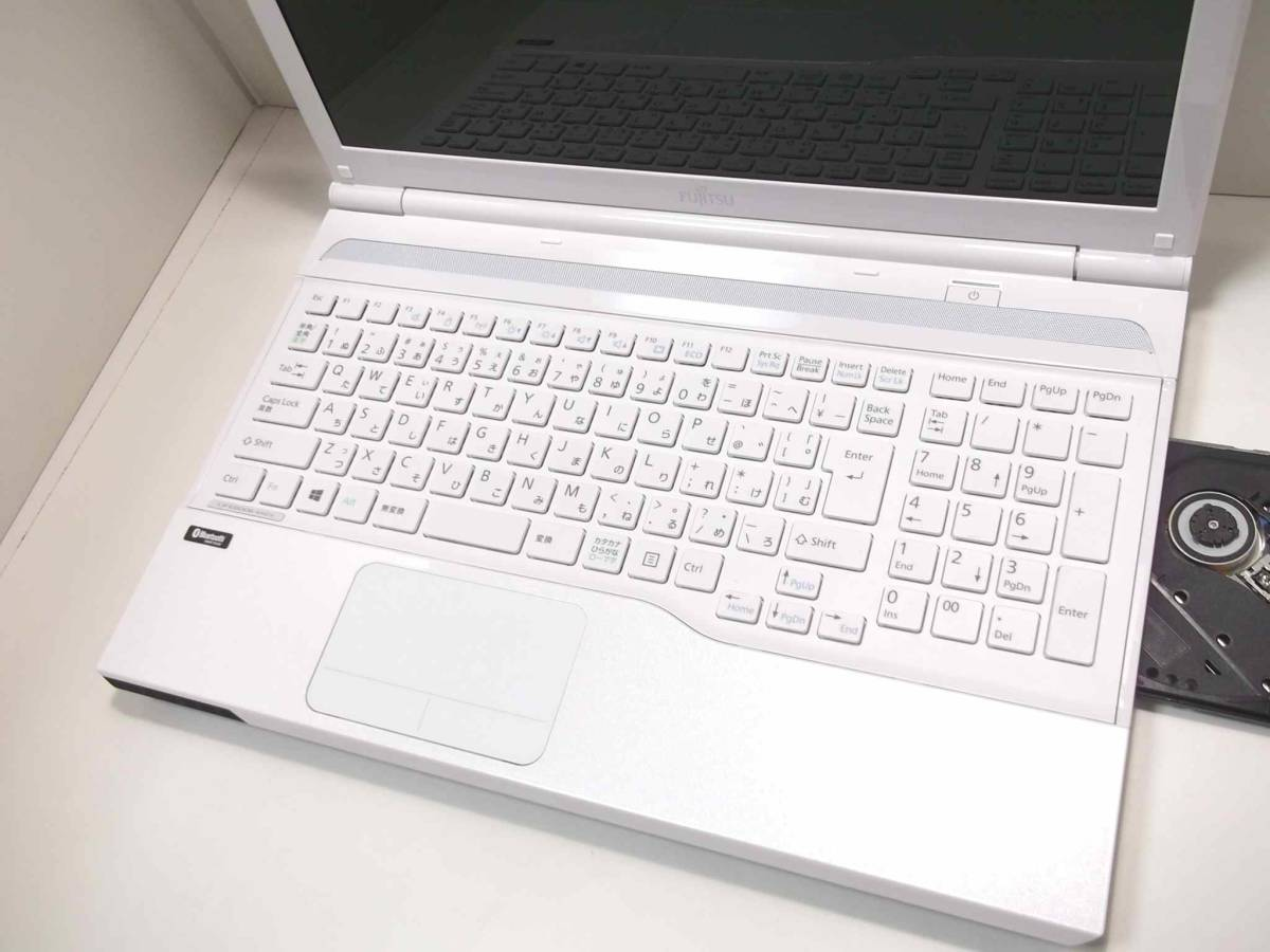 【新品 SSD搭載 】使用頻度少 美品 ☆高機能 インテル Dual Core ☆最新Windows10/ Bluetooth/ Blu-ray(BDXL)/ 最新Office2019/ USB3.0_特に綺麗な商品をお求めの方へお薦めです♪
