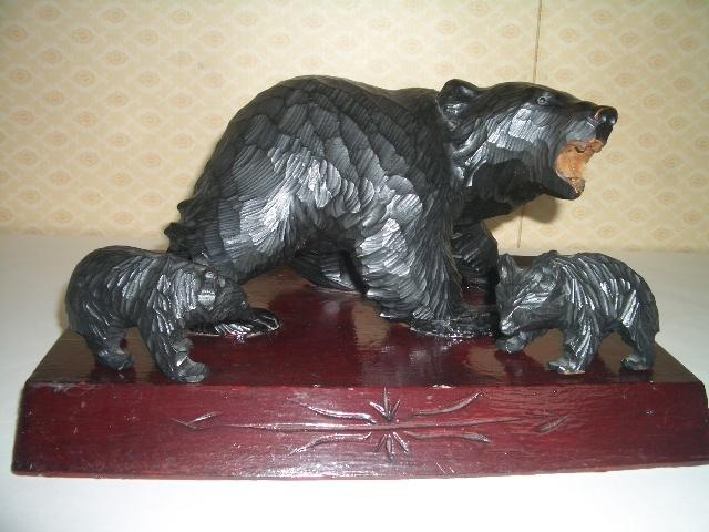 北海道土産品 アイヌ民芸品 木彫りの親子熊 母熊・小熊2匹 置物_画像1