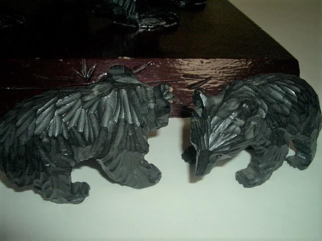 北海道土産品 アイヌ民芸品 木彫りの親子熊 母熊・小熊2匹 置物_画像8