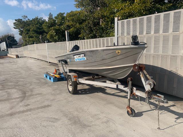 「アルミ製 エンジン付きボート  ボートトレーラー付き」の画像2