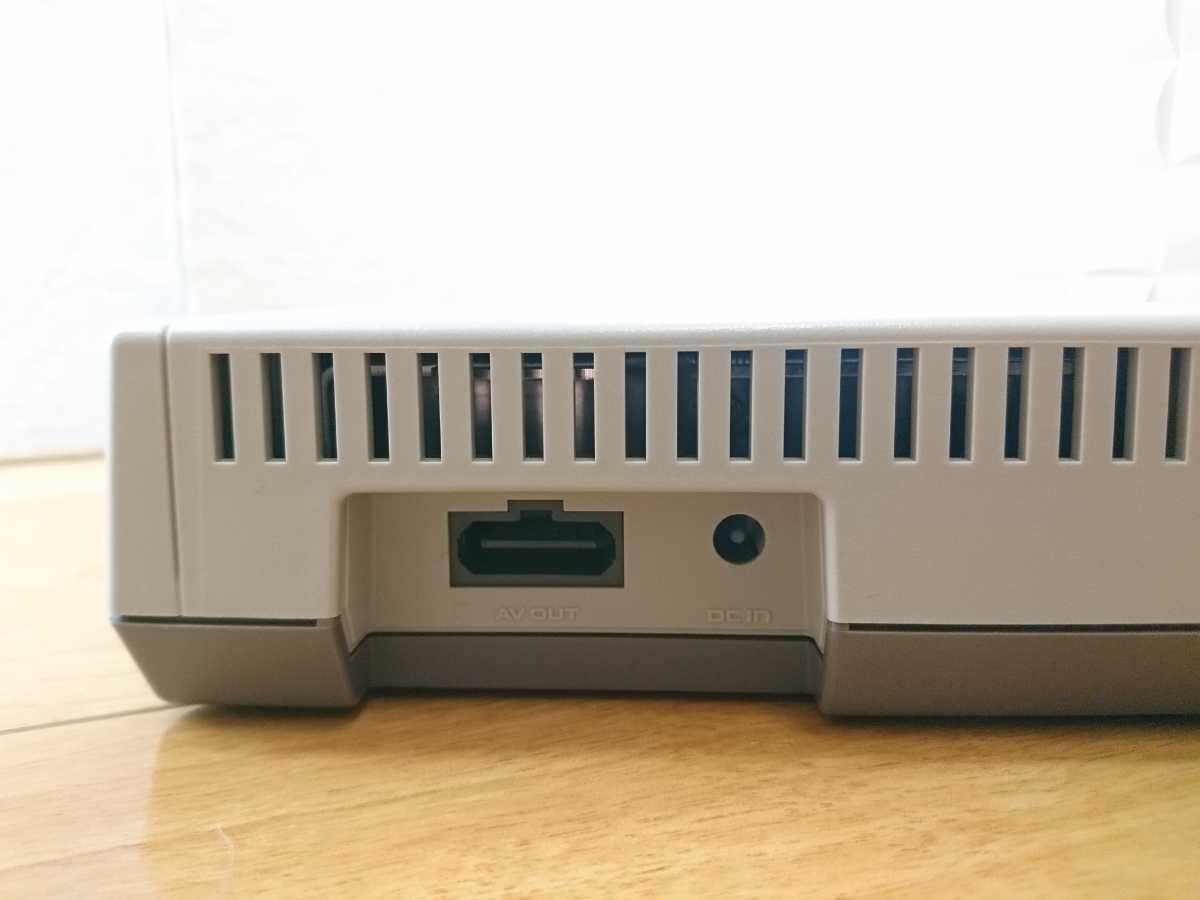 【美品】ニューファミコン 本体 コントローラー2つ 任天堂 Nintendo ファミコン本体 くにお君シリーズと108本?のソフトが遊べるカセット_画像6