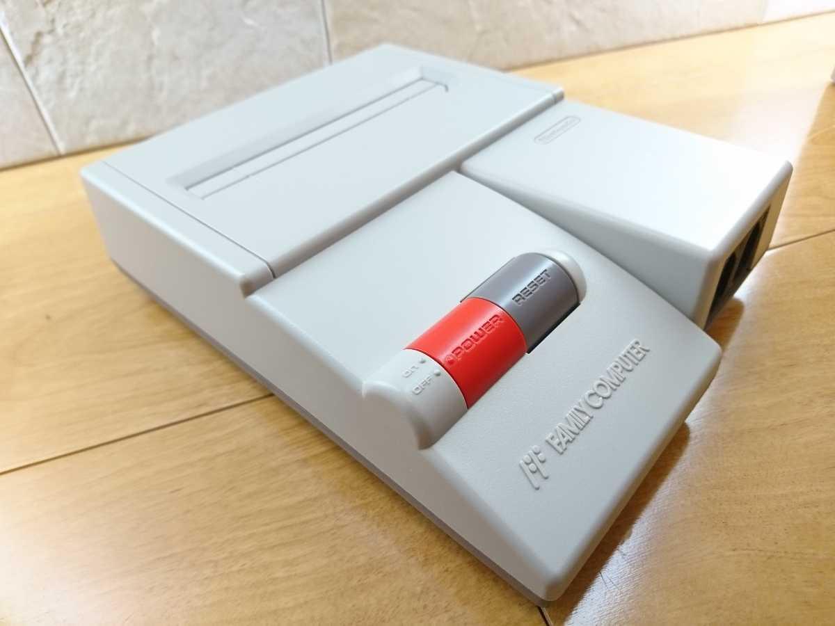 【美品】ニューファミコン 本体 コントローラー2つ 任天堂 Nintendo ファミコン本体 くにお君シリーズと108本?のソフトが遊べるカセット_画像3