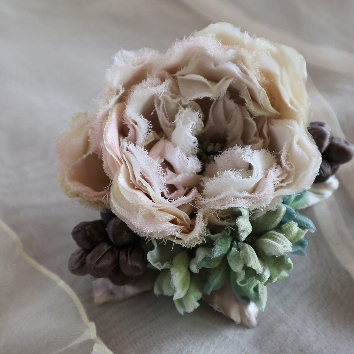 *kashun* ハンドメイド 布花のアンティークカラーのミニブーケ風コサージュ6 ピンクのバラとアジサイ /染花/卒園式/卒業式/入学式_画像4