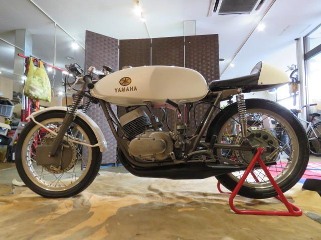 「動作確認後出品! □YAMAHA TD1C ヤマハ ホワイト 250cc 2ST 競技車両 レーサー バイク タンク錆無し! 激レア車! 札幌発」の画像2