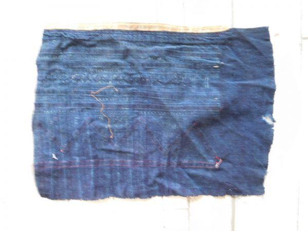 モン族他のはぎれ Xno.241刺繍布はぎれ240×300mm 山岳民族 ラオス タイ インドシナ 手芸材料 古布 藍染 手織り_画像2