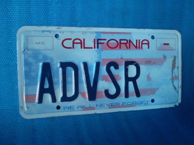 California ADVSR' ライセンスプレート。1枚。Old Used.ビンテージ。70s 80s 90s 00s USナンバープレート。_画像2