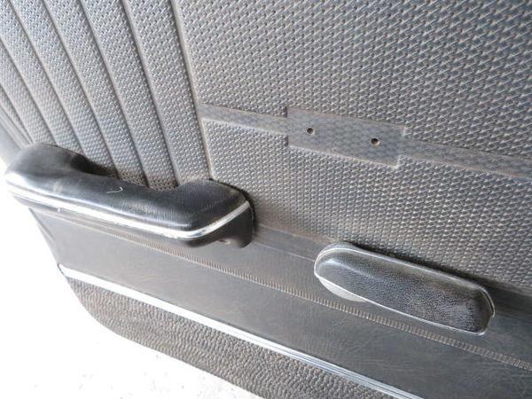 日産 純正 510 ブルーバード 4ドア フロント 左 ドア (オレンジ系) 薄青ガラス(開閉可能) 内張り 当時物 旧車 NISSAN 部品 レストア_部品欠品