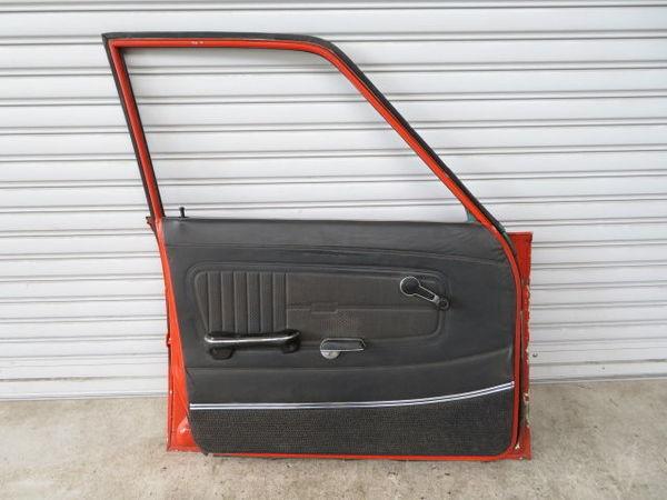 日産 純正 510 ブルーバード 4ドア フロント 左 ドア (オレンジ系) 薄青ガラス(開閉可能) 内張り 当時物 旧車 NISSAN 部品 レストア_画像8