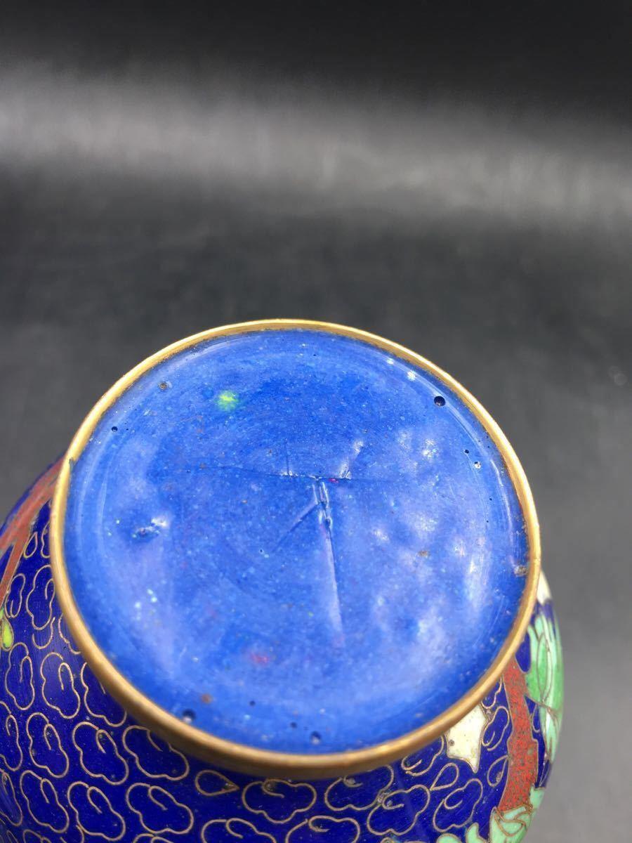 中国七宝焼 銅製花瓶 中国七宝細工花瓶 高さ13cm 古銅器 花器 花活け 花入れ 唐物置物 古美術 骨董品 紺地銅線菊雲紋花瓶 _画像9
