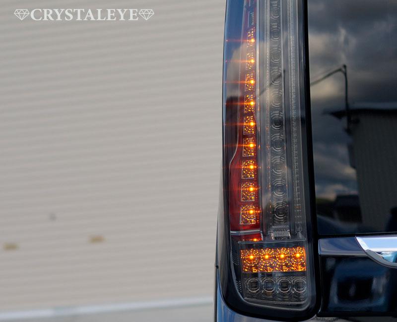 80 ヴォクシー、ノア、エスクァイア ファイバーLEDテール クリスタルアイ 新発売 L字型流れるウインカー仕様 送料無料 レッドタイプ_ウインカー点灯時 L字型に流れます。