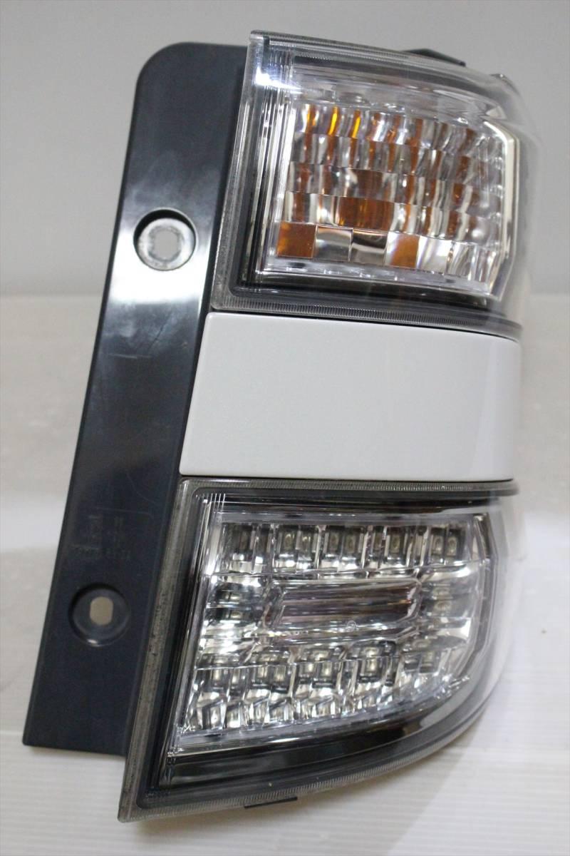 美品/LED点灯OK ANH20 20 ヴェルファイア 純正 右 テール ランプ/ライト/レンズ コーナー/外側 KOITO 58-29 パールホワイト/070 前期/後期_画像3