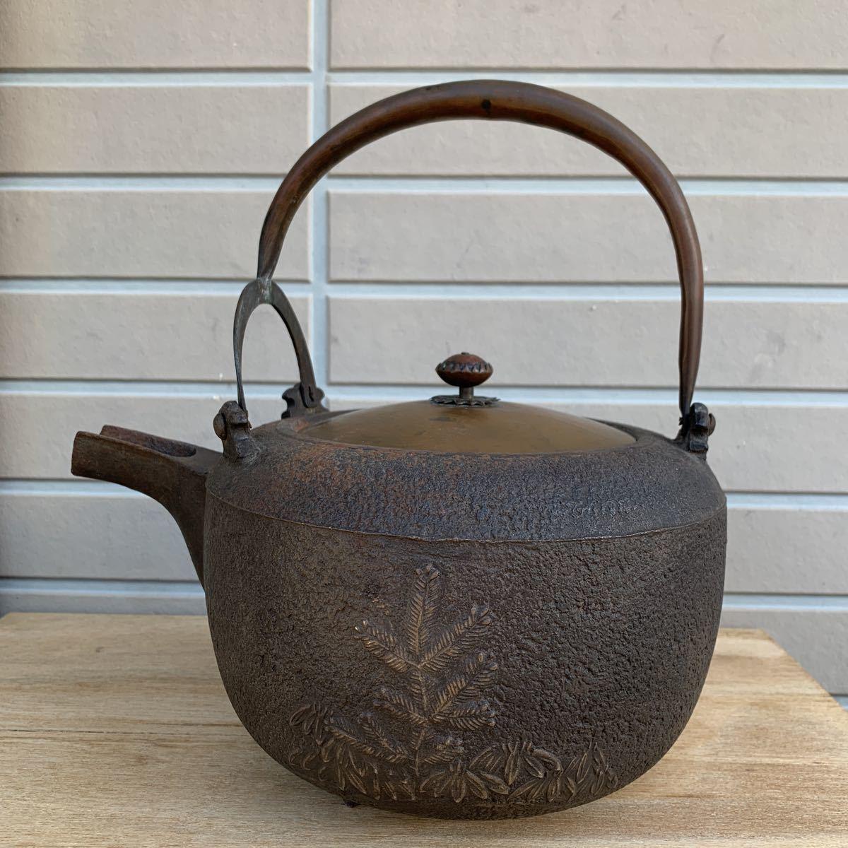鉄瓶 松図 竹図 梅図 横約27cm 高さ約28cm 蓋唐金(大きさ13.2cm)煎茶道具_画像1