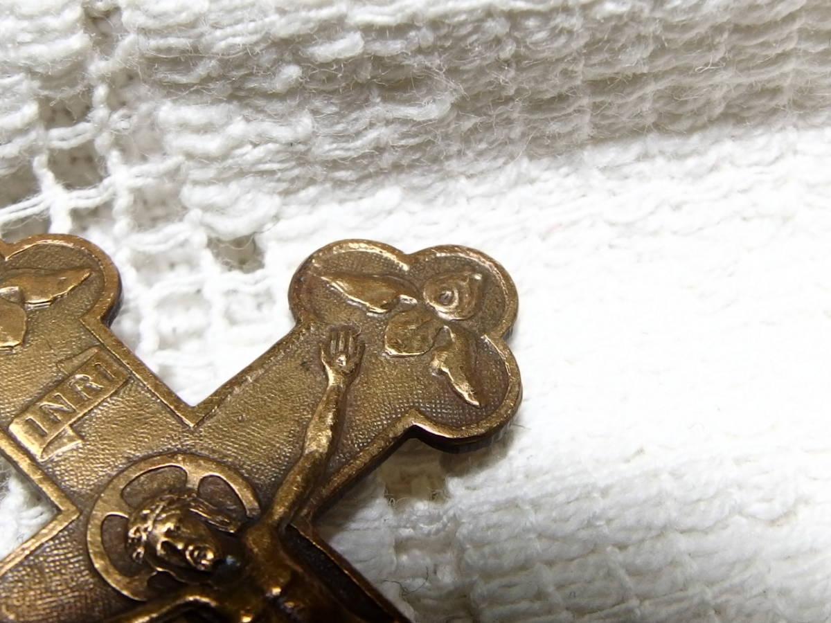 フランスアンティーク 十字架 クロス イエスキリスト 天使 百合 メダイ 真鍮 ペンダントヘッド 5,2センチ×3,2センチ_画像2