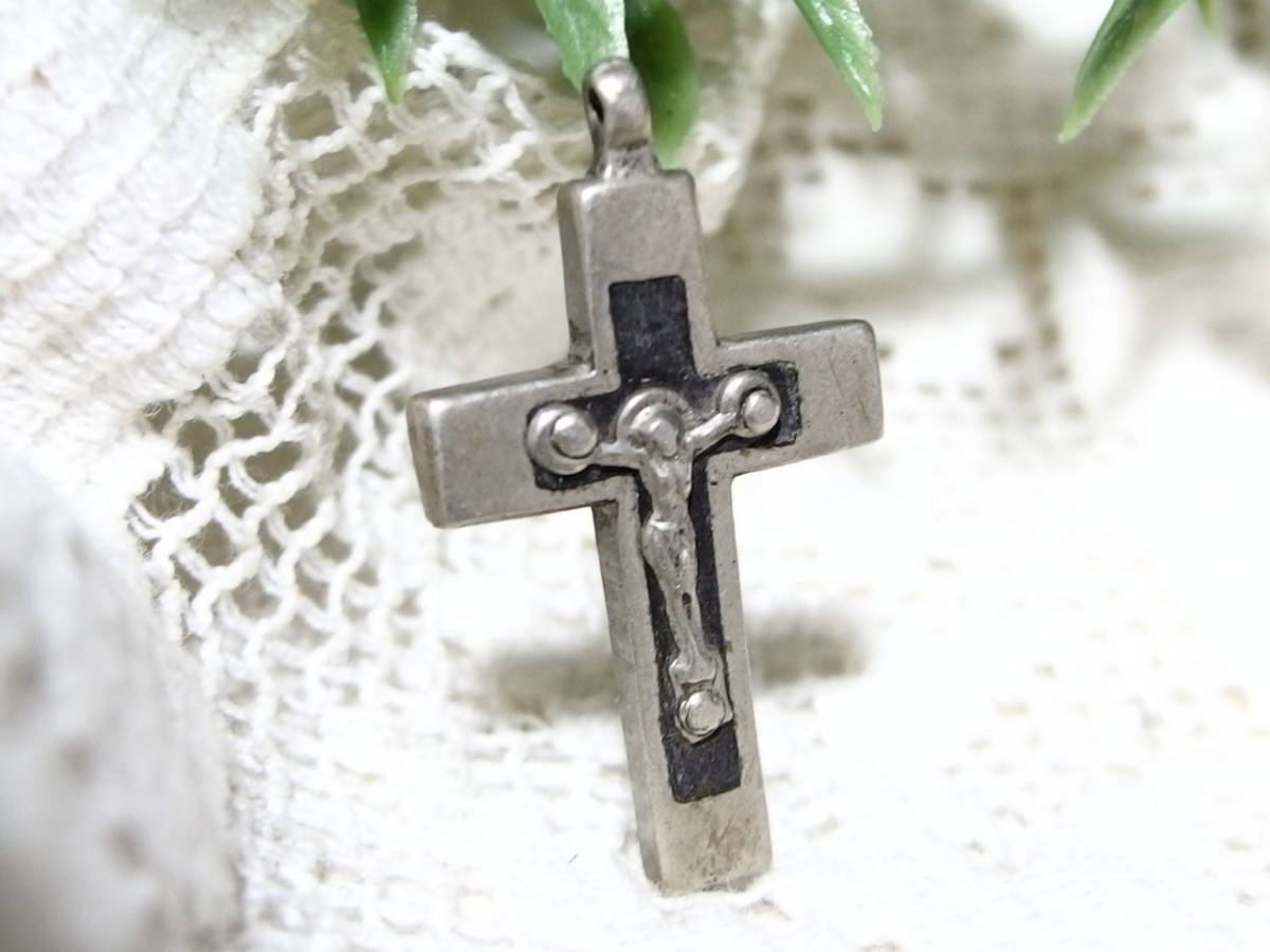 フランスアンティーク 十字架 クロス イエスキリスト ペンダントヘッド  3センチ×2,8センチ シルバーメタル メダイ_画像3