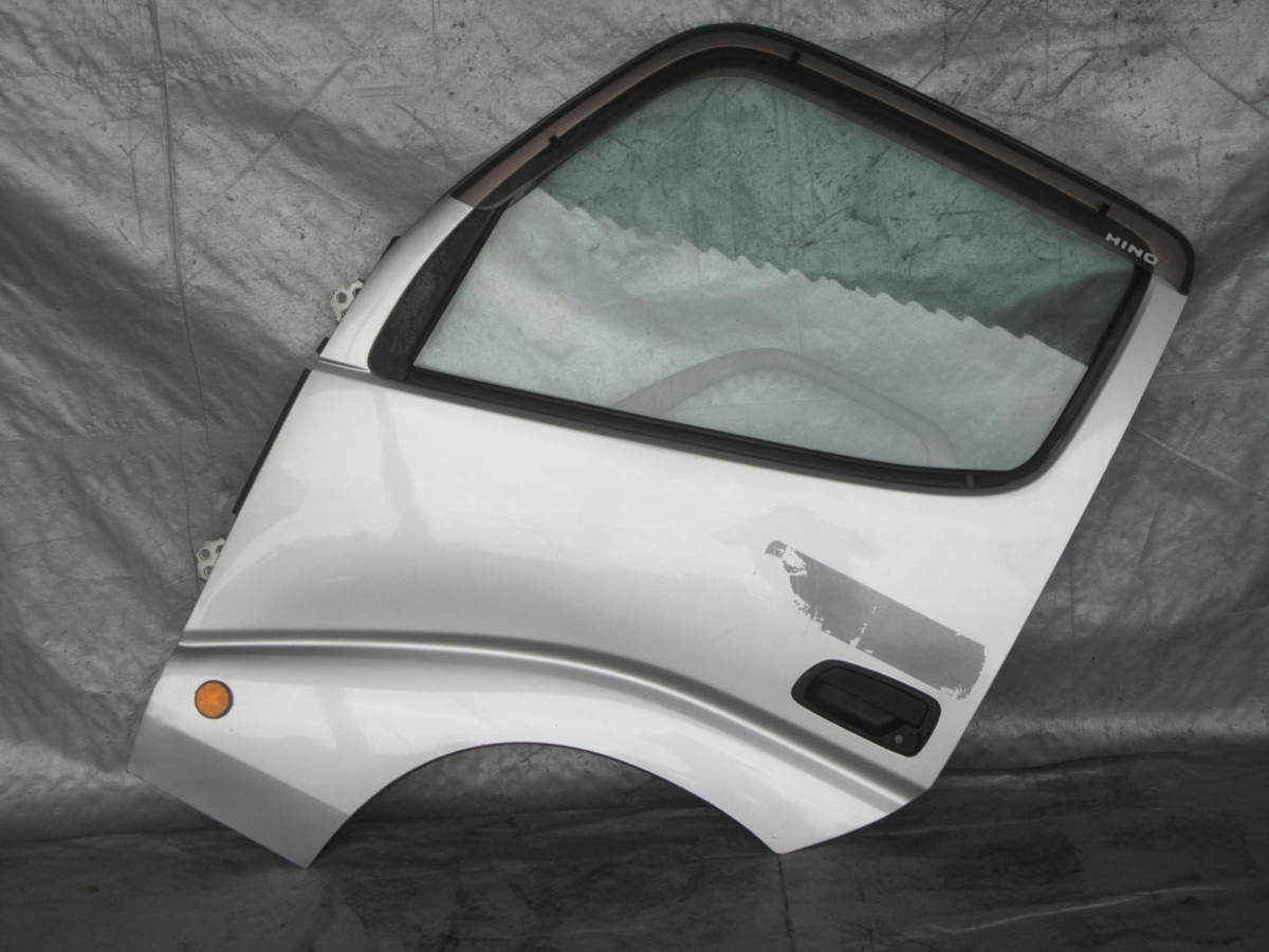 20574 トヨタ ダイナ 日野 デュトロ XZU411 ドア 左 助手席側 ガラス ヒンジ 内張り付_画像1