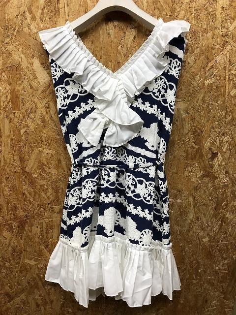 BEYOND MADDRESS サイズF レディース ワンピース 裏地付き 花柄 プリーツ ウエストに紐付き ノースリーブ 綿×ポリウレタン 紺×白_画像2