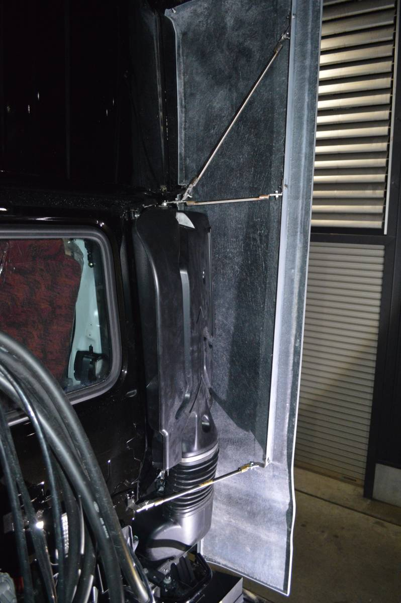 UDk on side deflector windshield attaching for H-LINE from debut new model, old model OK