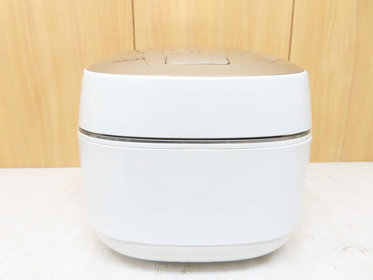 東芝 2016年製 真空圧力IH 炊飯ジャー 炊飯器 5.5合炊き 備長炭かまど釜 RC-10VQK_画像3